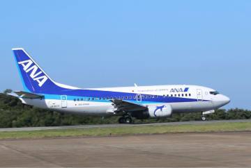 対馬発着便から退役する予定の全日空ジェット機「ボーイング737-500」=対馬空港