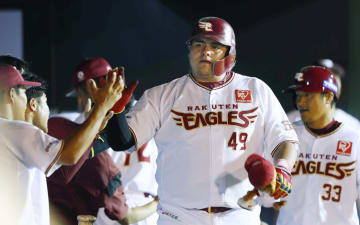 Baseball: Rakuten slugger Amador, 2018070301802