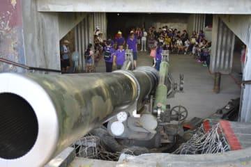 台湾の金門島で観光客に公開されている砲台跡=7月(共同)
