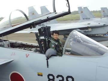 航空自衛隊初の女性戦闘機パイロットとなる松島美紗2等空尉=23日、宮崎県の空自新田原基地