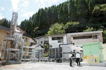 完成した杖立温泉熱バイナリー発電所=小国町