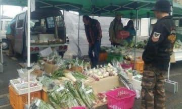 地元野菜、南部で販売 「軽トラ市」藤沢駅南口