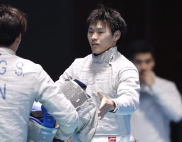 男子サーブル団体準々決勝に出場した吉田健人=ジャカルタ(共同)