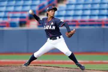 女子野球ワールドカップ 香港戦に先発した石村=23日、米フロリダ州ビエラ(ゲッティ=共同)
