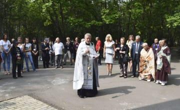 24日、ロシア・イワノフカ村で行われた日ロ合同慰霊祭(共同)