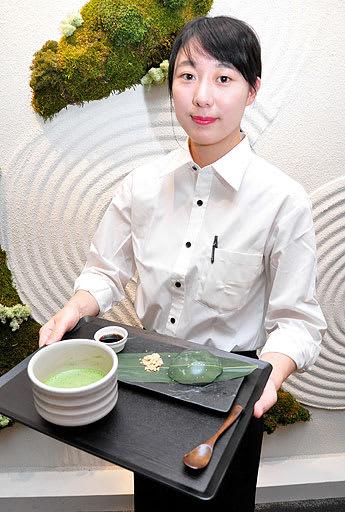 抹茶の風味を生かしたメニューがそろうオマッチャサロン=24日、大阪市中央区