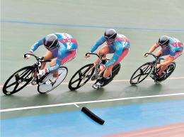 1分3秒556の大会新記録で成・少年チームスプリントを制した宮城(左から福田、上遠野、中井)