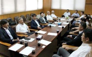 新潟市長選に向けた対応を協議した自民党新潟支部の県議・市議役員会=25日、新潟市中央区