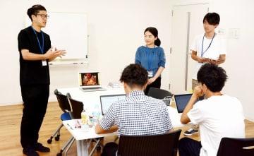 学生が事業課題の解決策を考え、プレゼン発表したオールコネクトのインターンシップ=8月21日、福井県福井市の同社