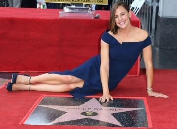 ハリウッド・ウォーク・オブ・フェイムで星型のプレートに名を刻んだジェニファー・ガーナー - Steve Granitz / WireImage / Getty Images