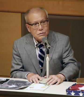 イベントでスピーチする森重昭さん=26日午後、広島市