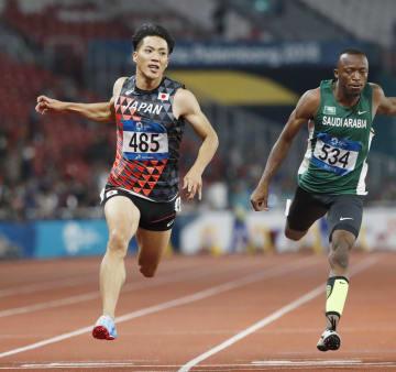 男子100メートル決勝 10秒00の3位でゴールする山県亮太=26日、ジャカルタ(共同)
