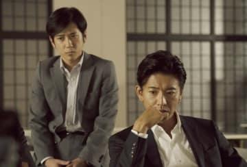 木村拓哉と二宮和也 - (C) 2018 TOHO/JStorm