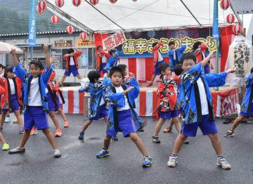 元気いっぱいにソーラン節を披露する大槌学園の児童