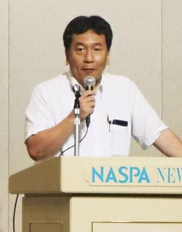 立憲民主党の合宿研修で講義する枝野代表=27日午後、新潟県湯沢町