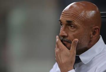 スタートダッシュ失敗で頭をかかえるスパレッティ監督。なんとかチームの勢いを取り戻したい photo/Getty Images