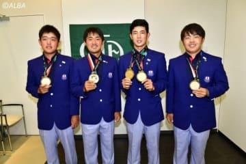 金メダルを獲得した男子日本代表(左から米澤蓮、金谷拓実、中島啓太、今野大喜)(撮影:上山敬太)
