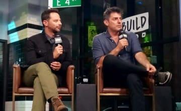 左から、モサドの諜報員を演じたニック・クロールとクリス・ワイツ監督