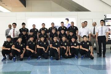 韓国へ向けて出発した高校選抜チーム