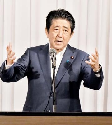 北朝鮮による日本人拉致問題解決について決意を示す安倍晋三首相=8月27日午後1時15分ごろ、福井県福井市のザ・グランユアーズフクイ