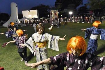 十和田市現代美術館前のアート広場で4年ぶりに開催された「三本木小唄ナイト」