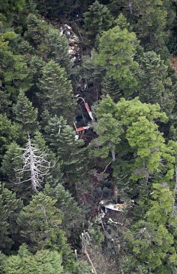 山中で発見された群馬県の防災ヘリコプター「はるな」の残骸