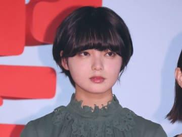 映画「響 -HIBIKI-」の完成披露舞台あいさつに登場した平手友梨奈さん