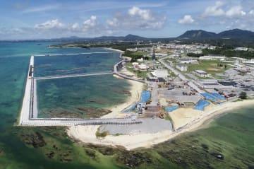 米軍普天間飛行場の移設工事が進む沖縄県名護市辺野古の沿岸部=18日