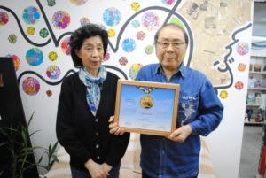 田中さん(右)と妻・宏子さん