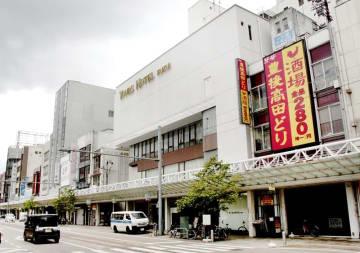 JR福井駅西口で、再開発が検討されている三角地帯=8月10日、福井県福井市中央1丁目