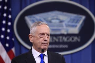 記者会見するマティス米国防長官=28日、ワシントン(AP=共同)