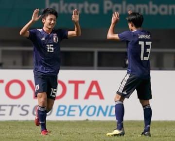 値千金の決勝弾で、日本を決勝へ導いた上田(左)photo/Getty Images