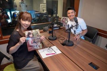 歌手でピアニストの岡本真夜さん(左)と、パーソナリティの丸山茂樹