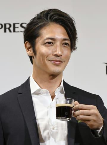 コーヒーブランド「ネスプレッソ」の新商品発表会に登場した玉木宏=30日、東京都内