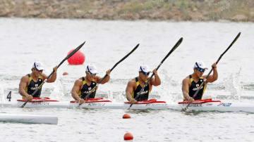 男子スプリント・カヤックフォア500㍍決勝 4位となった(右から)藤嶋、松下、小松、水本圭治組=パレンバン(共同)