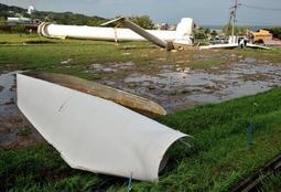 台風20号の強風で倒壊した風車=淡路市小倉