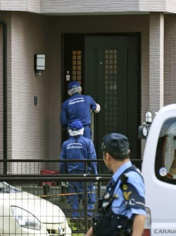 男性が死亡しているのが見つかった、生田好男さん宅を調べる捜査員=31日午後5時12分、愛知県岡崎市