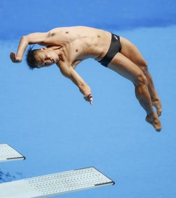 男子3メートル板飛び込み決勝 寺内健の3回目=ジャカルタ(共同)