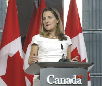 NAFTA再交渉の協議後に記者会見するカナダのフリーランド外相=8月31日、米ワシントン(共同)