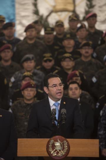 国民に向けテレビ演説するグアテマラのモラレス大統領=8月31日、グアテマラ市(AP=共同)
