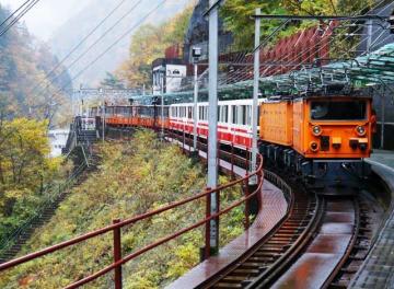 写真は「黒部峡谷トロッコ電車」