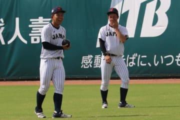 1日、練習を行った侍ジャパンU-18代表・吉田輝星(右)と柿木蓮【写真:福谷佑介】
