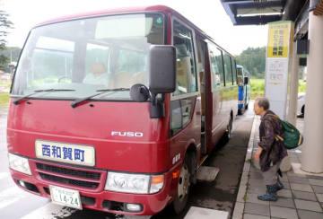 現行の患者輸送バス。町民バスも同車両を使用し、住民の足を確保する