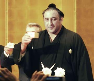大関昇進パーティーで乾杯する栃ノ心=1日午後、東京都文京区