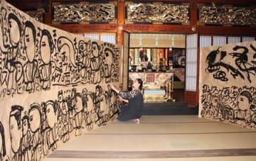 準備が進む慶覚寺の展示=30日、新潟市西蒲区岩室温泉