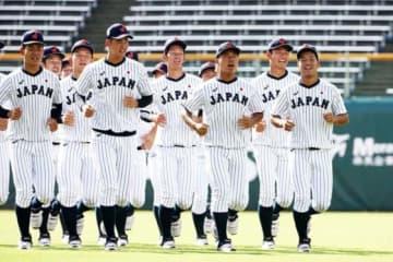 ランニングで汗を流す侍ジャパンU-18代表【写真:Getty Images】