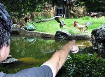 幻獣が登場する架空動物園=1日、大阪市天王寺区の天王寺動物園