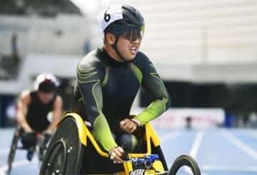 男子400メートル(車いすT52) 56秒23で優勝した佐藤友祈=屋島レクザムフィールド
