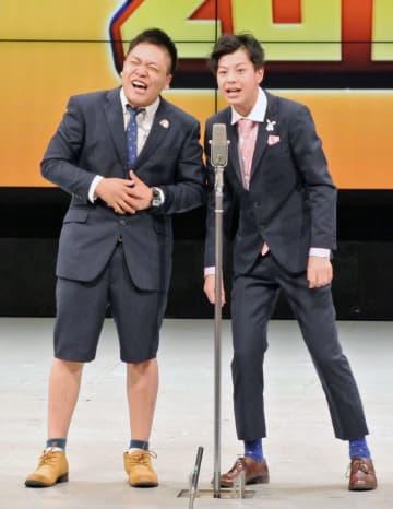 「ハイスクールマンザイ2018」で優勝した近畿地区代表のコンビ「アグレッシブ」=2日、大阪市