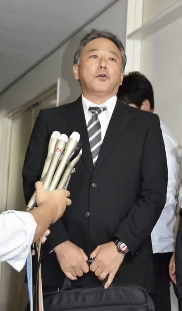 報道陣の取材に応じる日本体操協会の山本宜史専務理事=3日午前、スポーツ庁